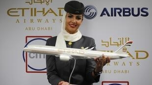 Maqueta de un Airbus A350 en la Feria Aeronáutica de Dubái, este 17 de noviembre de 2013.