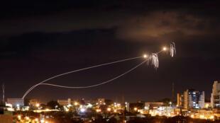 以色列铁穹顶系统拦截来自加沙的火箭弹(资料图片2018年)