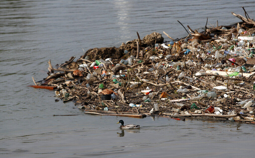"""""""Não devemos pensar em soluções que incluam o plástico, por mais que elas sejam reutilizáveis. Sem contar que, ao transformar a garrafa plástica em uma moeda de troca, vamos de encontro ao nosso objetivo de reduzir o seu uso no mundo."""" sublinha Florence Berlingen"""