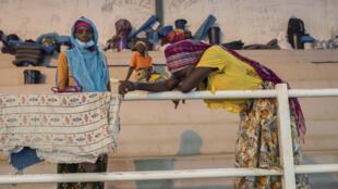 Desplazados internos de la ciudad de Palma en Pemba, Mozambique, el 2 de abril de 2021