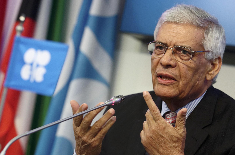 El secretario general de la OPEP, Abdullah al-Badri, se expresa en una conferencia de prensa luego de la reunión ministerial de la organización en Viena, el 27 de noviembre de 2014.
