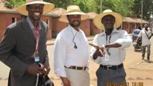 Muhammad Salisu Hamisu tare da  Darakta Nasir B Muhammad da Mika'il bn Hassan shugaban Kamfanin M one 11 Multimedia, a birnin  Wagadugou Burkina Faso