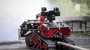 Le robot «Colossus», utilisé à l'intérieur de la cathédrale Notre-Dame de Paris pour y lutter contre le brasier.