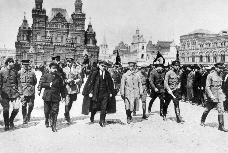 Lenin cùng các chỉ huy cuộc Cách mạng tháng 10 trên Quảng trường Đỏ tại Matxcơva ngày 25/05/1919. (Ảnh tư liệu)
