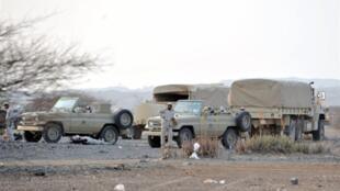 Des troupes militaires saoudiennes prennent position dans la région de Jizan, près de la frontière yéménite, le 4 novembre 2009.