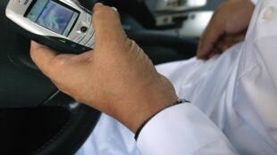 Baptisés «dumb phones», «téléphones idiots», les téléphones portables basiques font leur retour aux Etats-Unis.