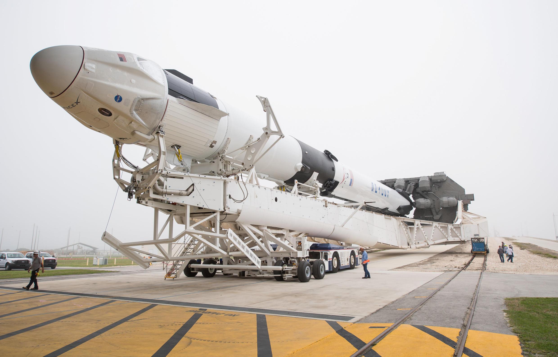 El cohete de lanzamiento Falcon 9 con la cápsula Dragon, ambos concebidos por SpaceX, hará su primer vuelo de prueba el 2 de marzo 2019.