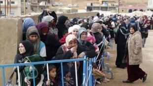A ONU advertiu nesta segunda-feira (16), que o número de refugiados sírios no Oriente Médio deve quase se duplicar em 2014.
