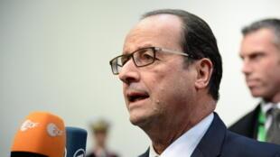 Le président François Hollande s'exprime devant la presse lors du Conseil européen à Bruxelles, le 18 octobre.