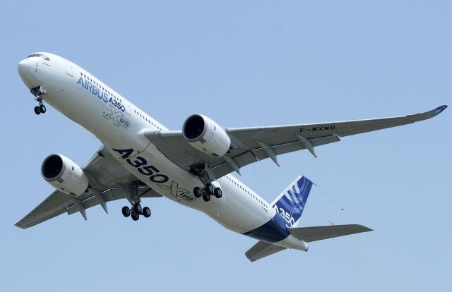 យន្តហោះធុន A350 ដែលក្រុមហ៊ុន Airbus ចង់យកមកប្រកួតប្រជែងជាមួយនឹងយន្តហោះធុន 787 Dreamliner របស់ប៊ូអ៊ីង។