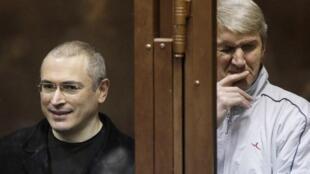 Михаил Ходорковский и Платон Лебедев в Хамовническом суде Москвы 27 декабря 2010 г.