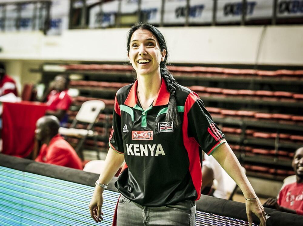 L'Australienne Liz Mills avec l'équipe du Kenya, lors des qualifications pour l'AfroBasket 2021.