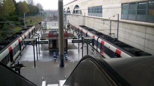Des RER A en gare de Marne-la-Vallée - Chessy, terminus de l'est parisien.