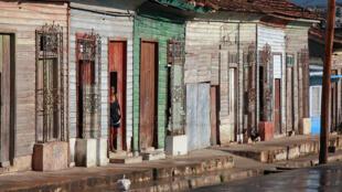 Cidade portuária de Cienfuegos, em Cuba, onde a pobreza é flagrante.