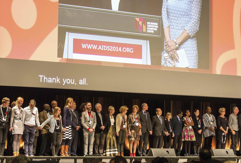 Participantes da Conferência Internacional sobre a Aids realizaram um minuto de silêncio na abertura do evento, neste domingo (20), em homenagem aos colegas mortos na queda do boieng da Malaysia Airlines na última quinta-feira.