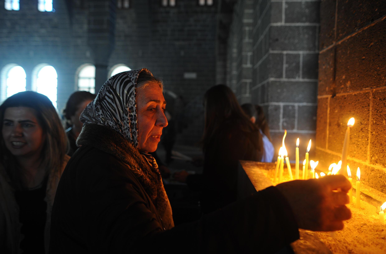 Прихожанка армянской церкви Святого Киракоса в Диярбакыре. Турция. 5 апреля 2015 год