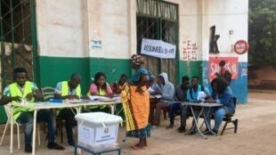 Les votes ont débuté ce matin dès 7h TU dans ce bureau de vote du centre-ville de Bissau.