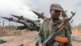 Soldado angolano em 1988.