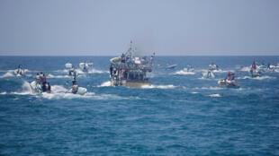 Un bateau transportant des malades et des étudiants palestiniens à son départ de la bande de Gaza, le 29 mai 2018.