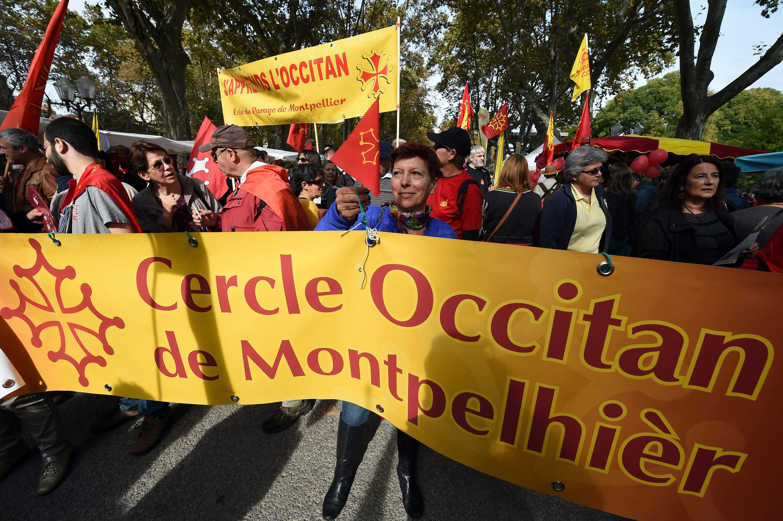 Акция в поддержку окситанского языка и за ратификацию Европейской хартии региональных языков 24 октября 2015 г. в Монпелье