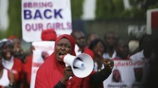 Nigerianas protestam pela libertação das 276 meninas sequestradas pelo Boko Haram