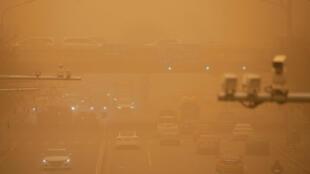 Les tempêtes de sable, en provenance du proche désert de Gobi, sont fréquentes au printemps dans le nord de la Chine.