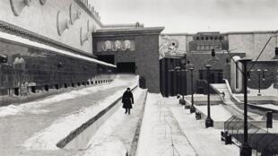 """""""DAU"""" é uma obra que mistura cinema, teatro, música e artes visuais ... na União Soviética dos anos 1930 aos anos 60."""