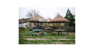 Une aire de pique-nique abandonnée dans le village de Nicolas Balcescu qui appartient à la commune de Nalbant.