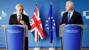 Britain's Secretary of State for Exiting the European Union David Davis (L) and European Union's chief Brexit negotiator Michel Barnier talk to the media, ahead of Brexit talks in Brussels, Belgium September 25, 2017.