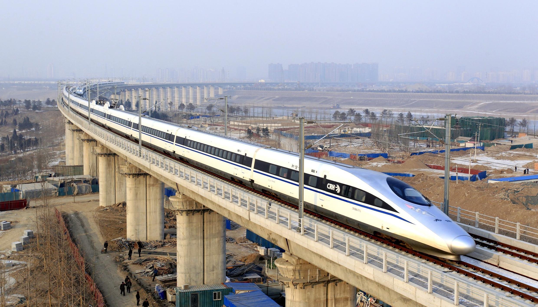 Tàu cao tốc Trung Quốc tuyến Bắc Kinh - Quảng Châu, đoạn trên cầu vượt sông Vĩnh Hà (Yongdinghe) - Bắc Kinh - 26/12/2012