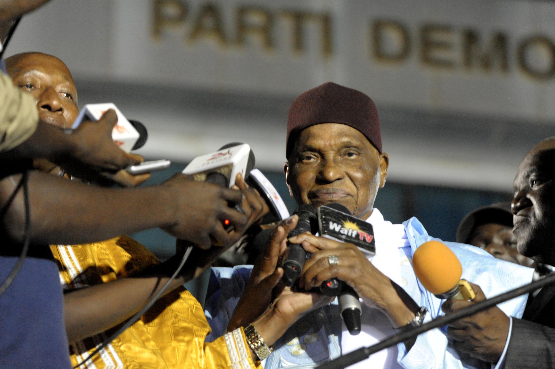 Abdoulaye Wade, l'ancien président sénégalais, lors de son arrivée à Dakar, le 25 avril 2014, après deux ans hors de son pays.
