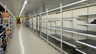 En Australie, dans un supermarché de Sydney. La peur de l'épidémie de coronavirus a poussé les clients à acheter massivement du papier hygiénique.