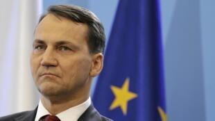 Le scandale des écoutes illégales d'hommes politiques a franchi un nouveau pas avec la publication par l'hebdomadaire «Wprost» de propos attribués au chef de la diplomatie Radoslaw  Sikorski mettant en doute l'alliance polono-américaine.
