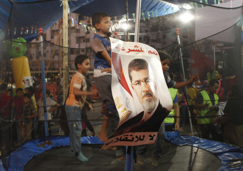 Người ủng hộ cựu Tổng thống Ai Cập Morsi vẫn biểu tình ngồi ở Cairo. Ảnh chụp ngày 11/08/ 2013.