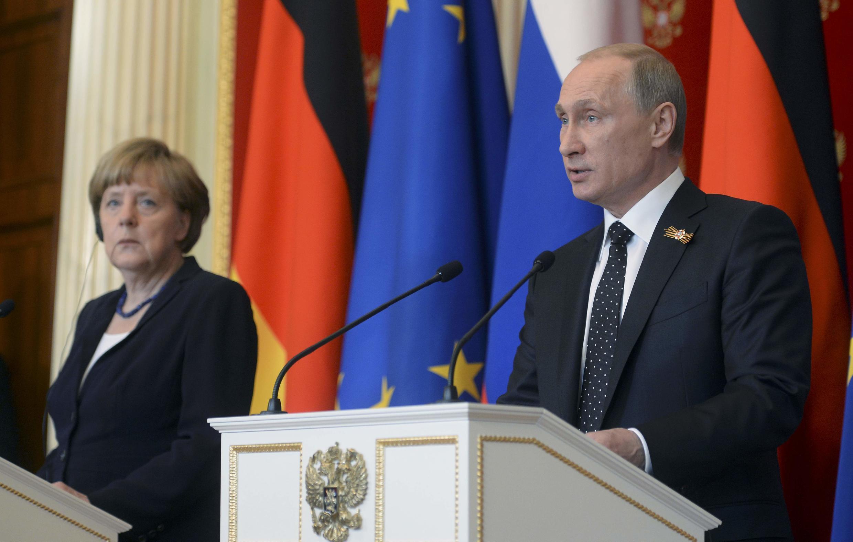 Ангела Меркель и Владимир Путин на совместной пресс-конференции в Кремле, 10 мая 2015 г.