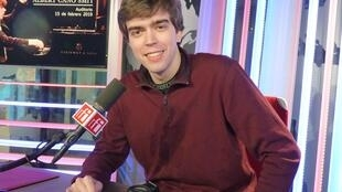 Albert Cano Smit en los estudios de RFI