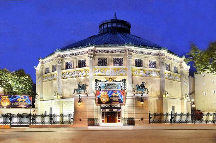 Le cirque d'hiver Bouglione à Paris achetée par la famille en 1934.
