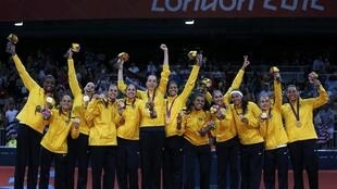 A seleção brasileira de vôlei feminino leva o ouro em Londres, ganhando de 3-1 das americanas, neste sábado (11).