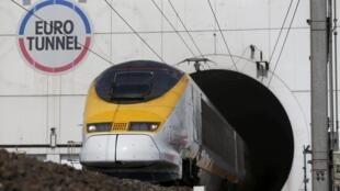 Eurotunnel, đường hầm chạy xuyên qua biển Manche nối Pháp và Anh.