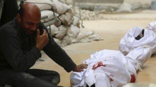 Тела убитых в результате налета проправительственной авиации на Алеппо 09/03/2014