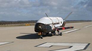Un cliché non-daté du vaisseau X-37B47 mis en orbite le jeudi 22 avril 2010.
