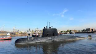 Chiếc tàu ngầm San Juan trong cảng Buenos Aires, Achentina hôm 02/06/2014, sau khi vừa được sử chữa nâng cấp.