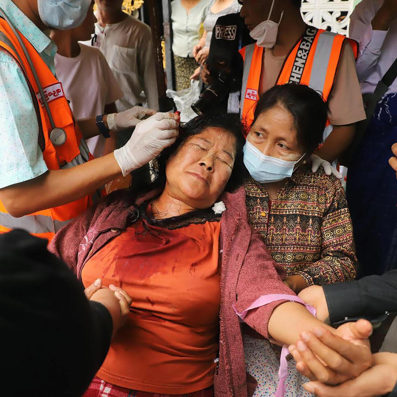 """La ONU condena el uso de la fuerza """"letal"""" en Birmania que celebra funeral  de primera víctima - RFI"""