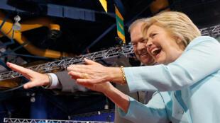 Hillary Clinton a Taron Democrats na kasa a Philadelphia na Amurka