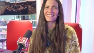 Yamila Marañon en los estudios de RFI