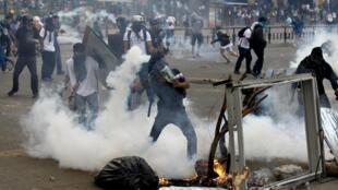 Biểu tình, bạo động, một cảnh tượng diễn ra hầu như hàng ngày tại Caracas, thủ đô Venezuela, gần một tháng nay. Ảnh chụp ngày 07/03/2014.