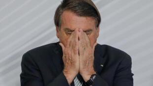 Jair Bolsonaro atribuye el derrumbe económico del país a las medidas de confinamiento preconizadas por los gobernadores para combatir la pandemia de coronavirus