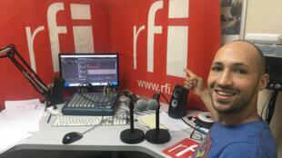 Le chanteur Jperry au studio de Koze Kilti.