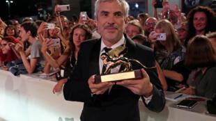 """O filme """"Roma"""", de Alfonso Cuarón, distribuído pela Netflix, recebeu neste sábado (8) o Leão de Ouro do 75º Festival de Cinema de Veneza."""