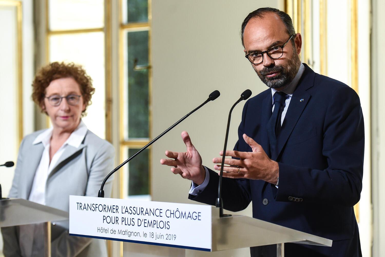 Премьер-министр Эдуар Филипп и министр труда Мюриэль Пенико объявляют реформу системы помощи безработным 18 июня 2019.